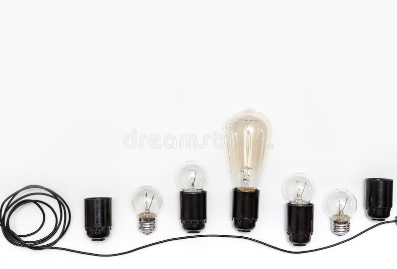 减速火箭的电灯泡、弹药筒和导线减速火箭的诗歌选的在被隔绝的白色背景 在视图之上 免版税图库摄影