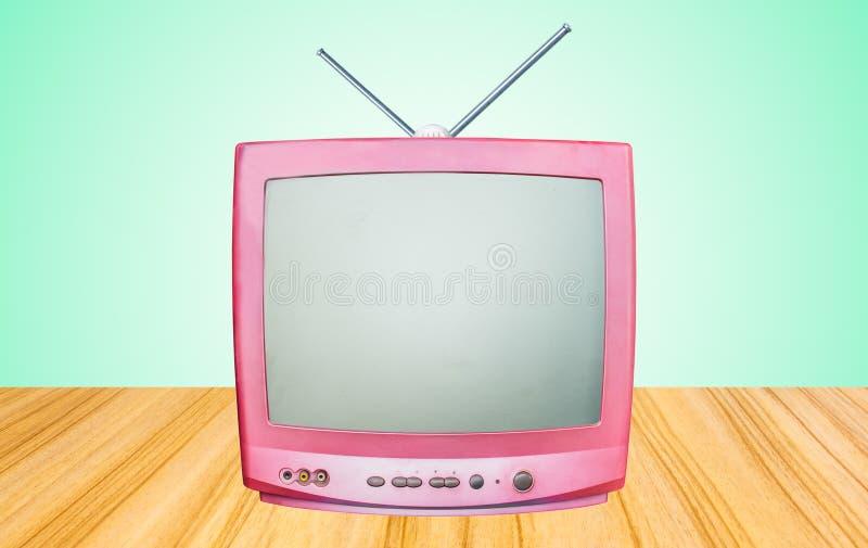 减速火箭的老电视接收器在桌旁边 免版税库存照片