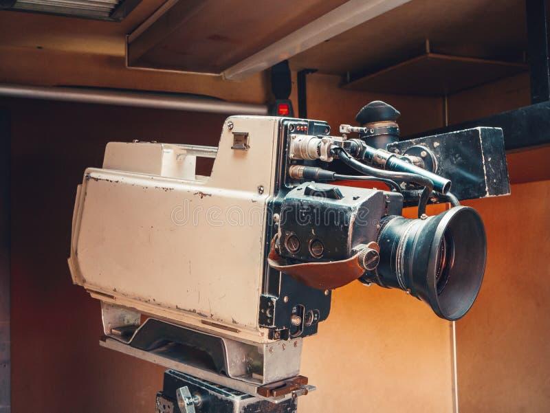 减速火箭的葡萄酒类型摄象机 免版税库存照片