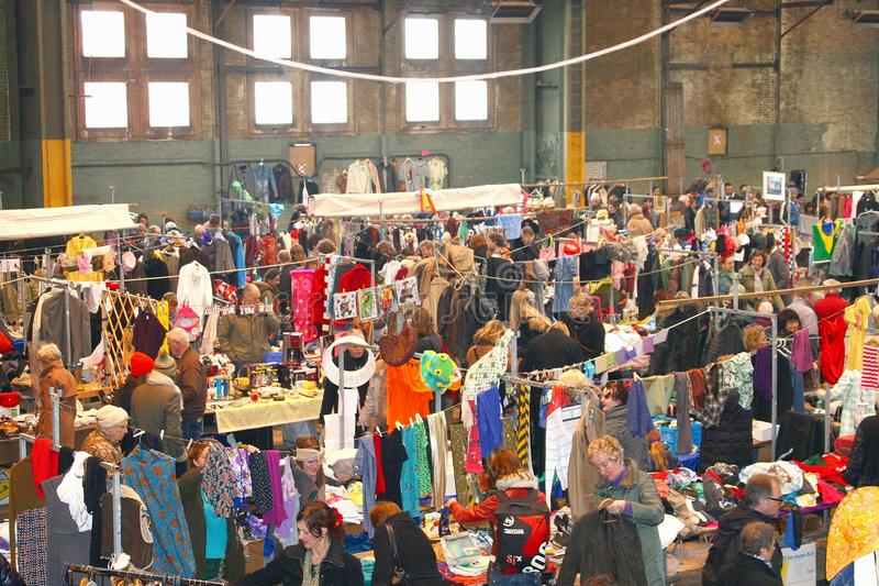 减速火箭的葡萄酒衣物市场, IJ哈伦,阿姆斯特丹 免版税库存图片