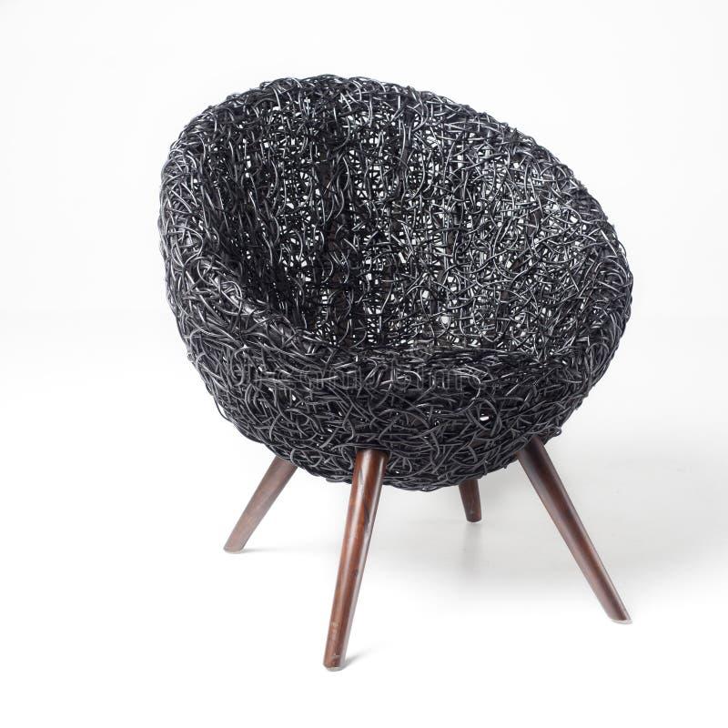 黑减速火箭的藤椅 图库摄影