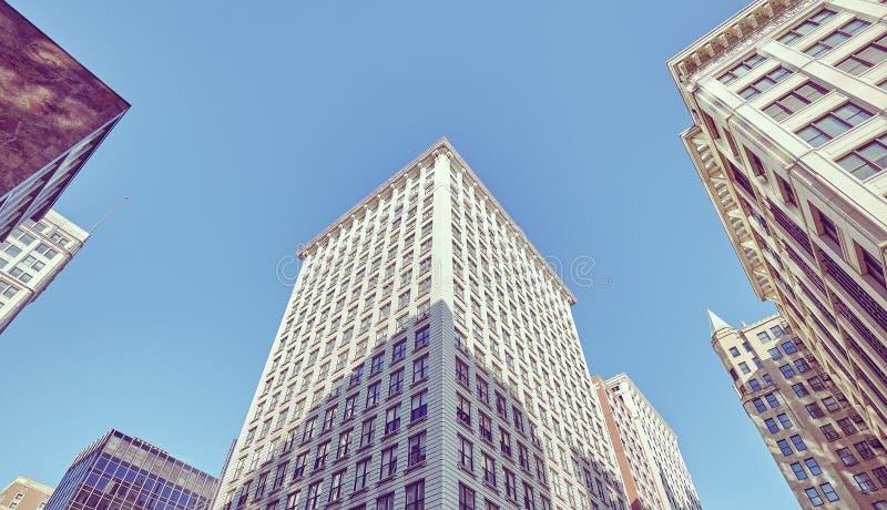 减速火箭的被定调子的大厦在芝加哥街市 库存图片