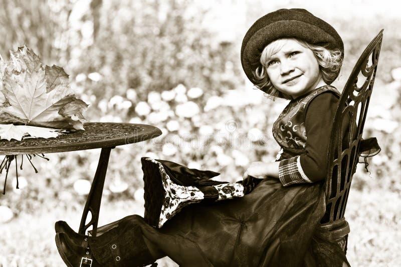 Download 减速火箭 库存照片. 图片 包括有 比赛, 逗人喜爱, 孩子, 健康, 乐趣, 礼服, 人们, 公园, 女性 - 22355840