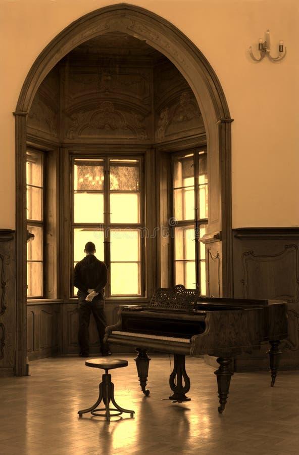 凝思钢琴演奏者 免版税库存照片