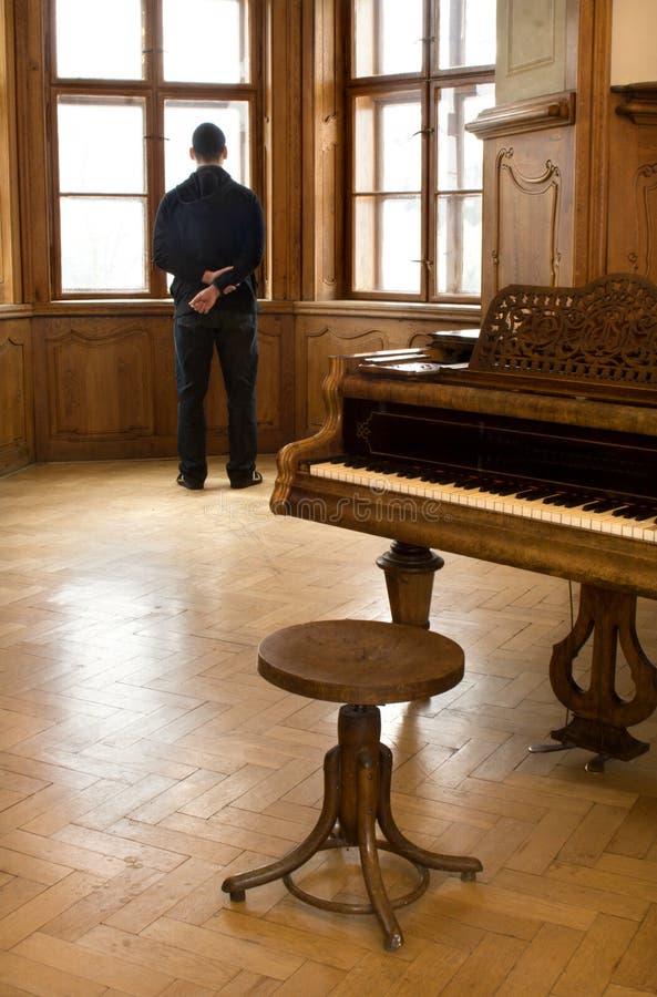 凝思钢琴演奏者 库存照片