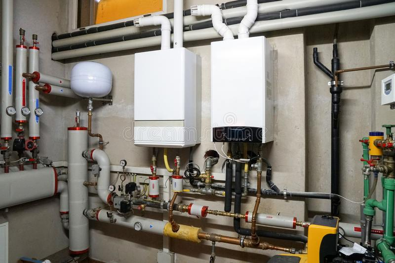 凝聚的锅炉气体在锅炉室 免版税库存照片