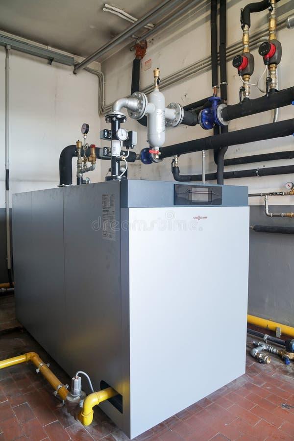 凝聚的锅炉气体在锅炉室 库存图片
