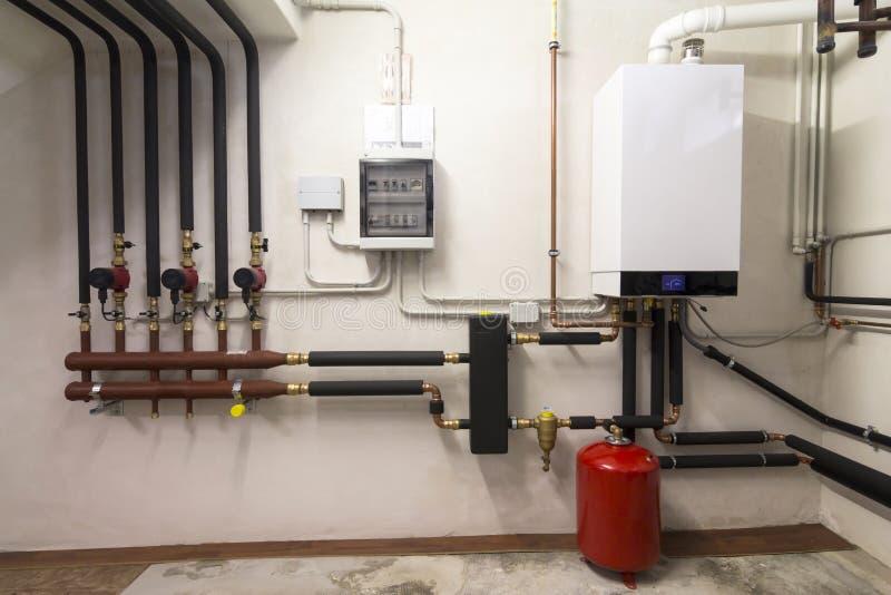凝聚的锅炉气体在锅炉室 库存照片