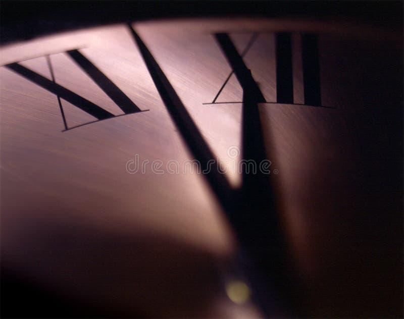 几乎午夜在时钟的面孔有罗马数字特写镜头的  免版税库存图片