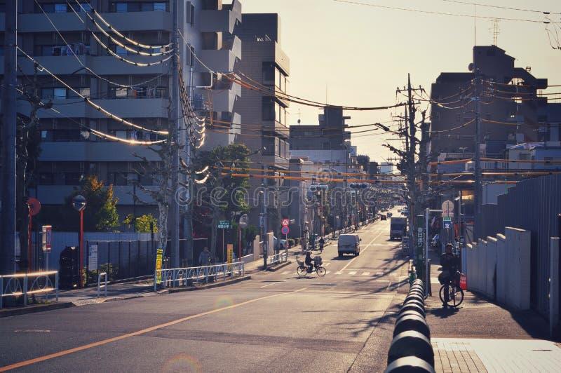 几乎日间空的街道在东京 免版税库存图片