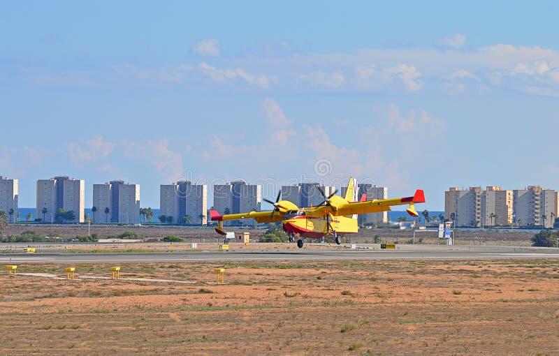 几乎飞机在跑道 图库摄影