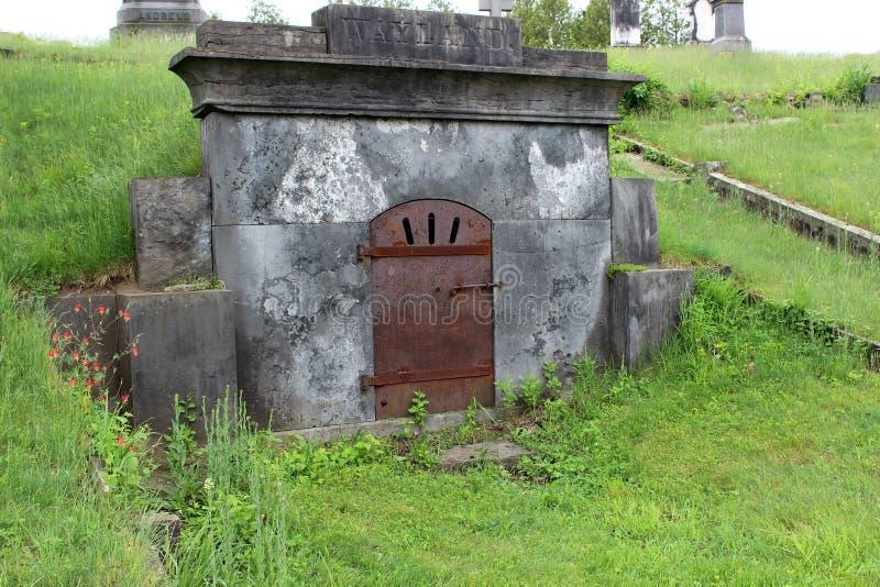 几份大纪念品,陵墓和墓石,在最大的公墓,Greenridge,萨拉托加温泉,纽约,2018年 免版税图库摄影