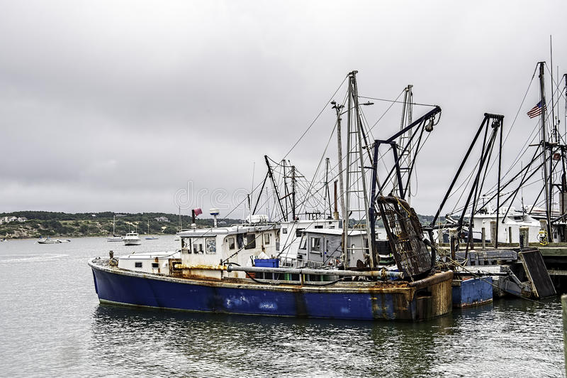 Download 几天末端在Wellfleet港口 库存图片. 图片 包括有 游人, 颜色, 运输, 港口, 五颜六色, 风景 - 30326333