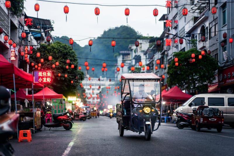 凭祥,中国- 2018年7月3日:传统中国食物农贸市场场面在广西省中国的边境城市和越南 免版税库存图片