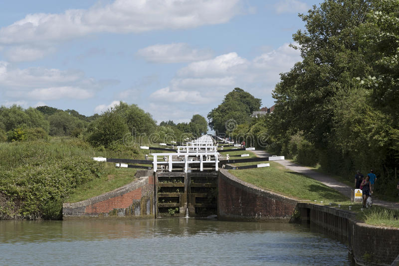 凯恩小山在Kennet & Avon运河英国英国锁 库存图片