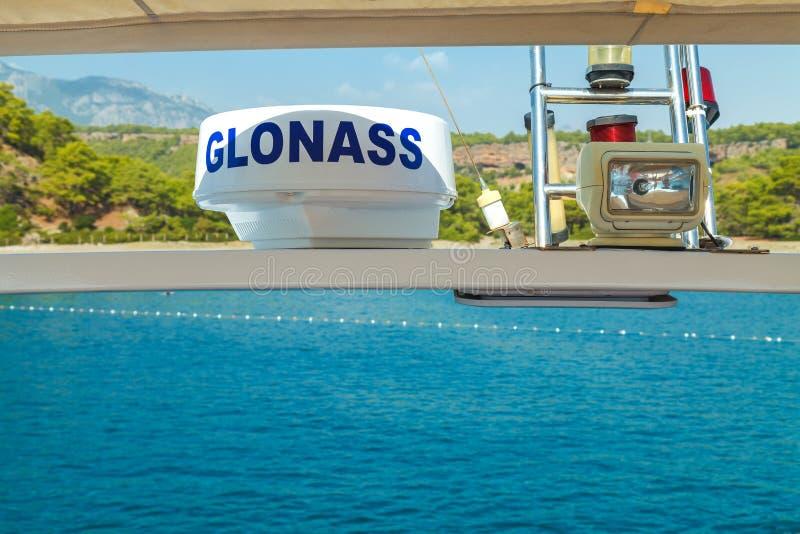凯梅尔,土耳其,2018年10月17日,全球性导航系统格罗纳斯在游艇安装了 库存照片