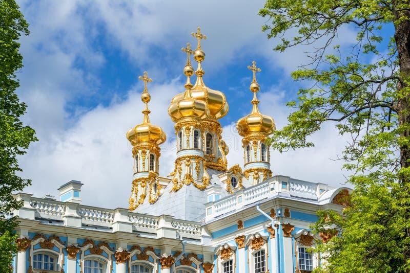 凯瑟琳宫殿教会圆顶在Tsarskoe Selo普希金,圣彼德堡,俄罗斯 免版税库存图片