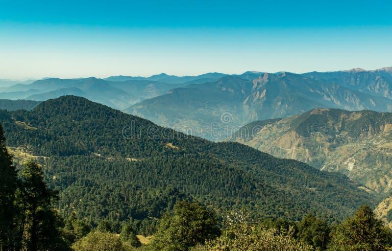 凯达尔纳特狂放的生活圣所一个全国圣所在Uttrakhand印度是一个最大的被保护区在西部喜马拉雅山 图库摄影