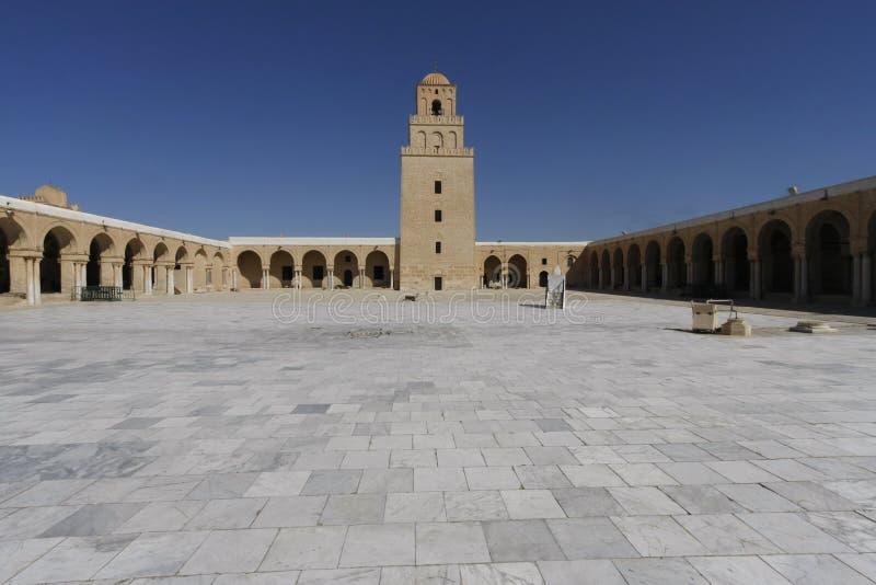 凯鲁万清真寺的庭院  免版税库存照片