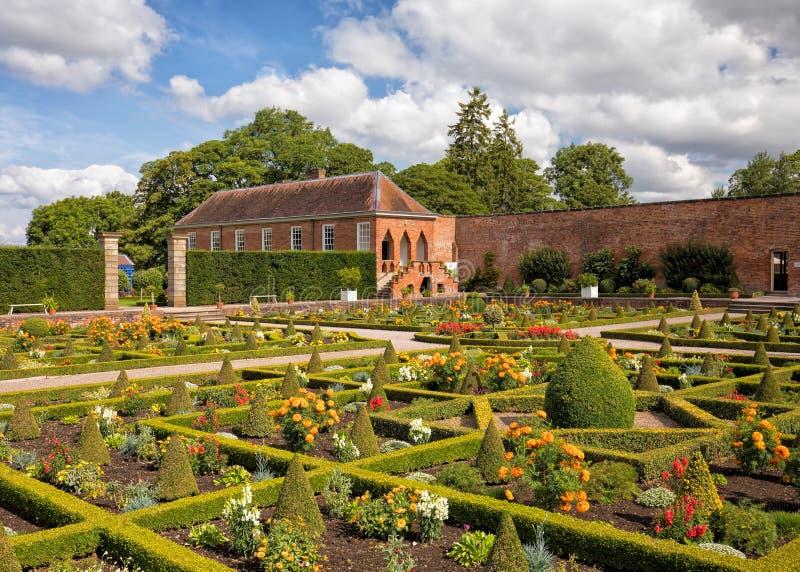 凹下去的分配为花坛的区域和长的画廊, Hanbury霍尔,渥斯特夏 库存图片