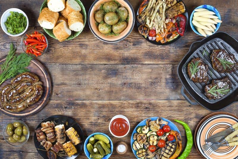 出去吃饭,烤,烤肉,美国野餐,阵亡将士纪念日, 免版税库存图片