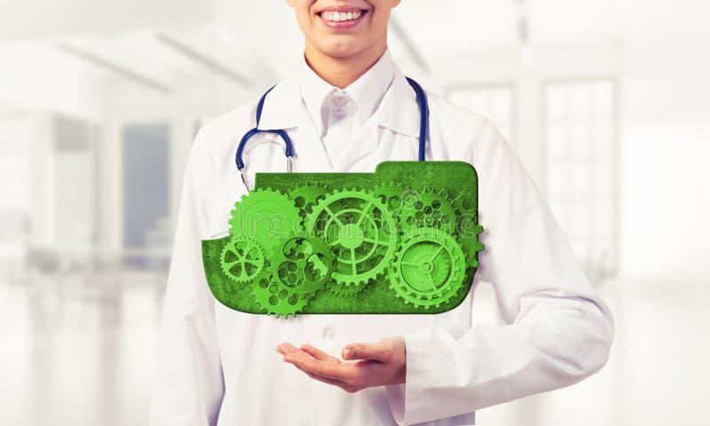 出席在她的棕榈的医学工作者覆盖计算的概念 图库摄影