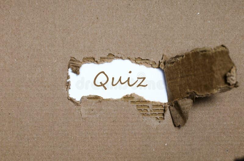出现在被撕毁的纸后的词测验 免版税库存图片