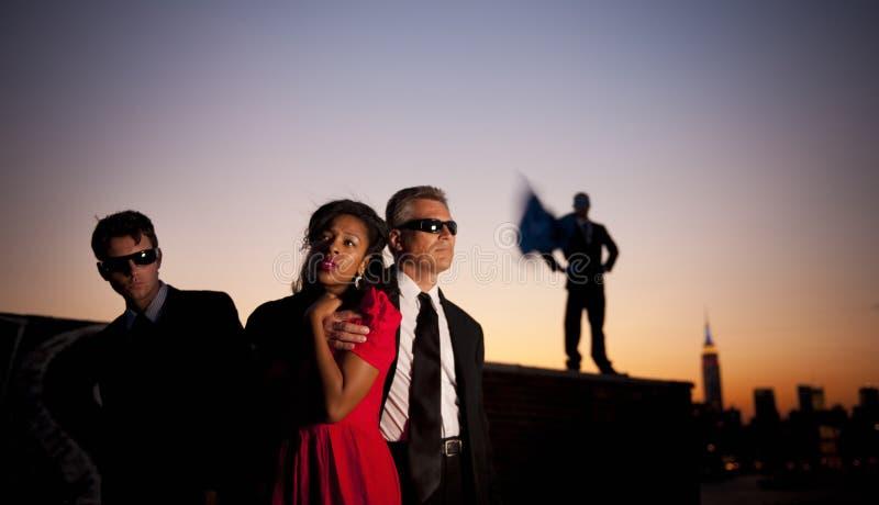 出现的英雄,当年轻女人困厄需要概念 免版税库存照片