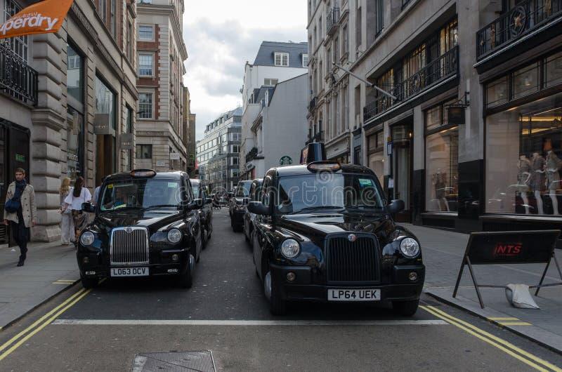 出租汽车在伦敦,2015年6月 英国/英国 免版税库存图片