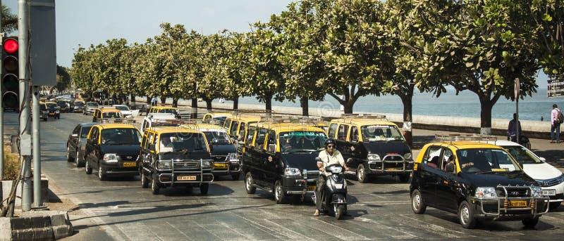 Download 出租汽车,孟买,印度 编辑类照片. 图片 包括有 汽车, 白天, 小屋, 室外, 普遍, beautifuler - 72365856