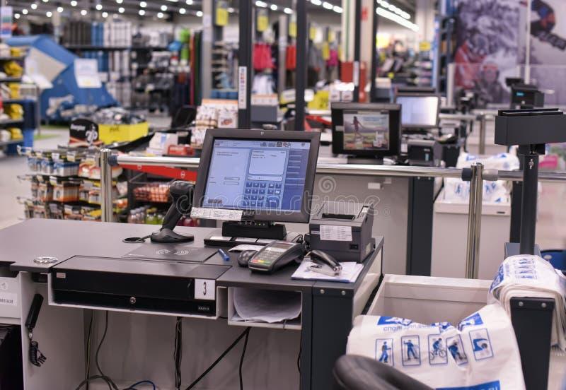 出纳员在超级市场 免版税库存图片