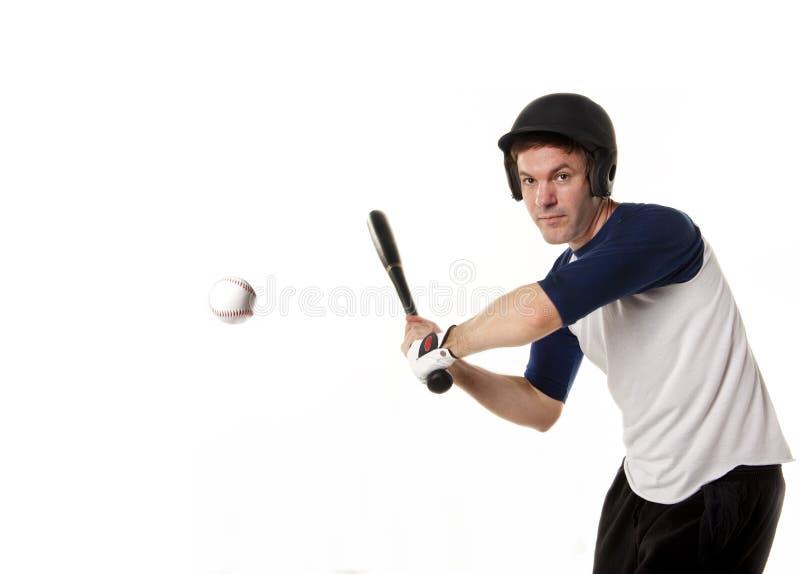 击中球的棒球或垒球运动员 免版税图库摄影