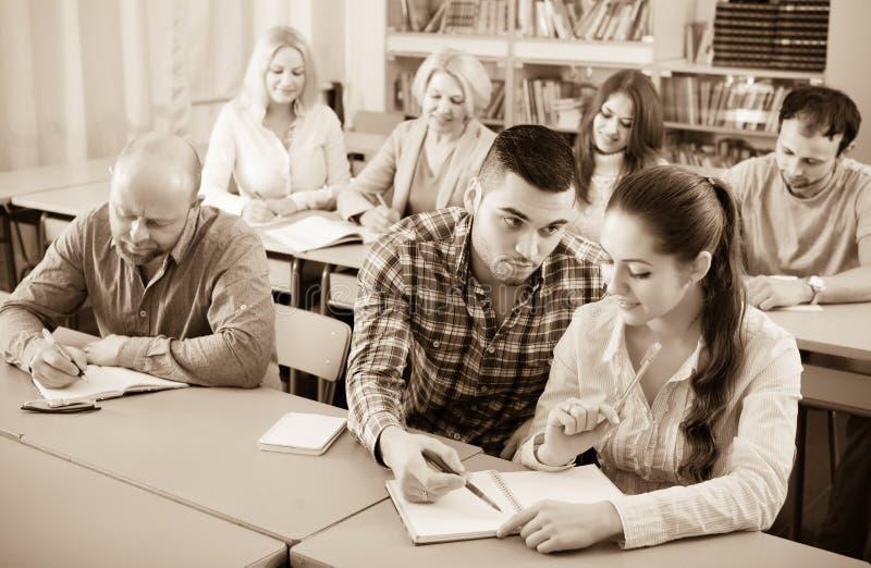 函授课程的学生 库存图片