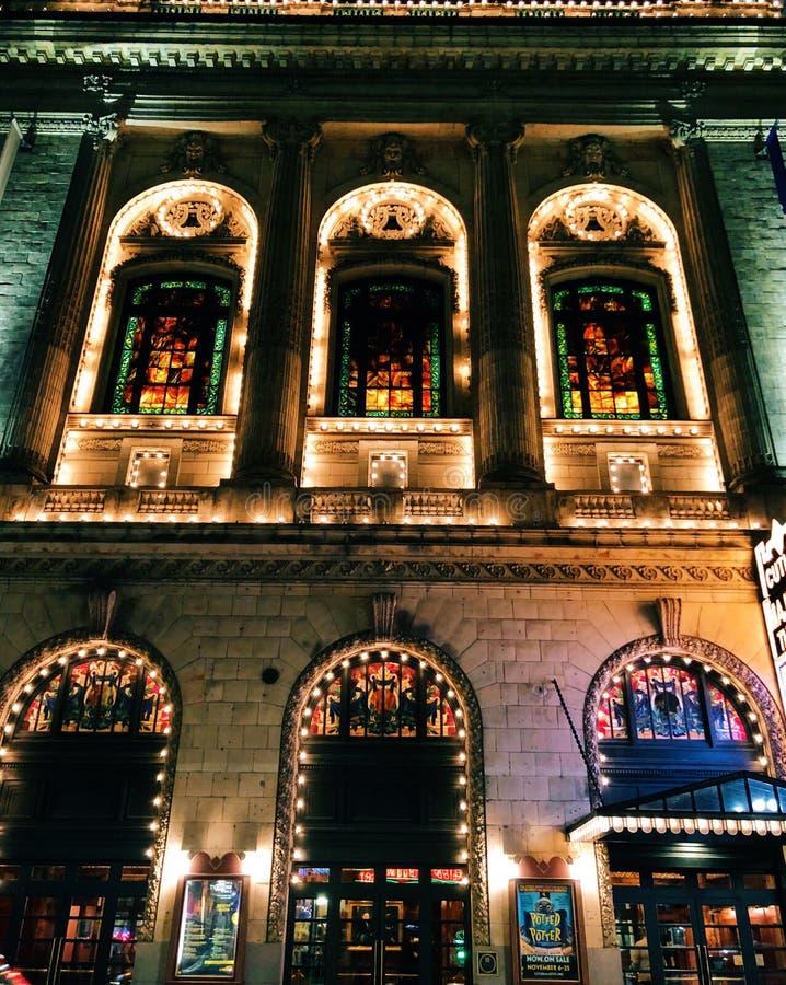 刀匠庄严剧院外部夜光在波士顿 库存照片