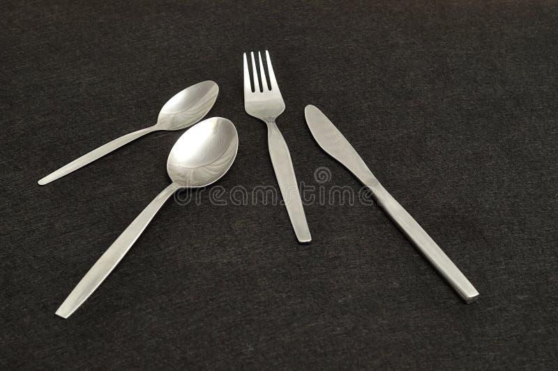 刀子、叉子、茶匙和点心用匙 库存照片