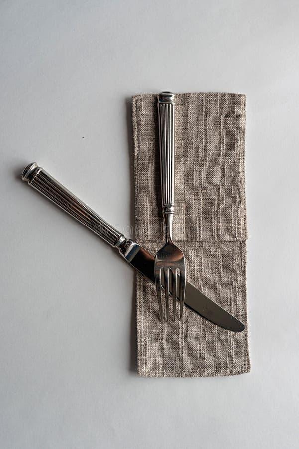 刀子和叉子在白色背景 库存图片