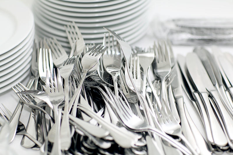 刀子和叉子,陶器餐馆 免版税库存照片