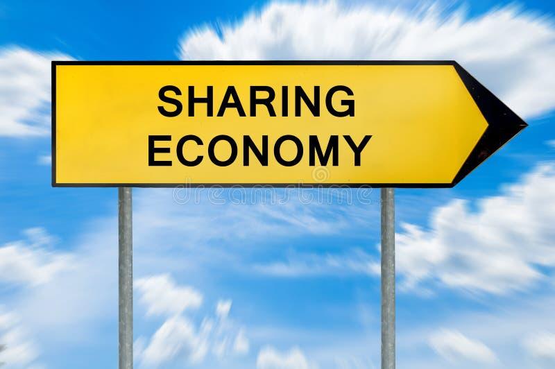 分享经济标志的黄色街道概念 免版税库存图片