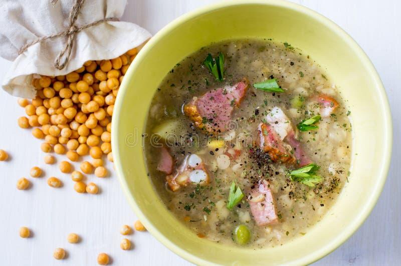 分开的浓豌豆汤 免版税图库摄影