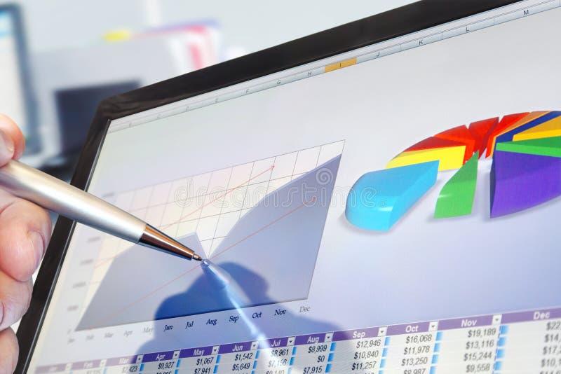 分析在计算机上的数据 免版税图库摄影