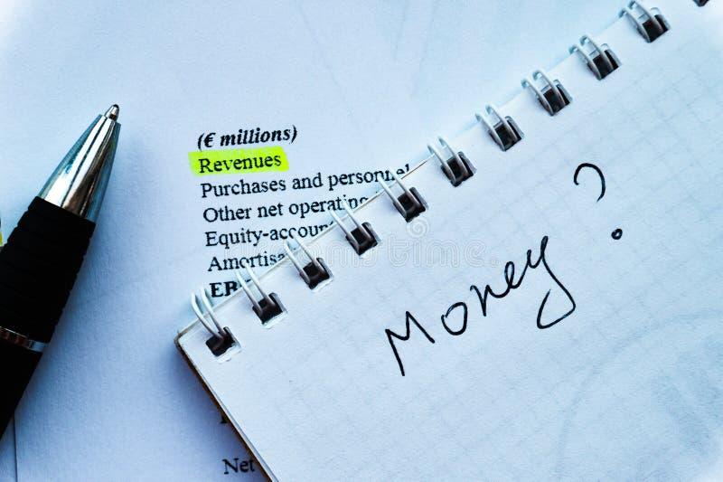 分析投资声明和fianancial报告,金钱问题赢利  图库摄影