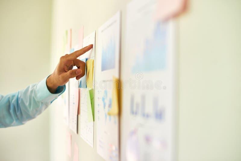 分析报告的企业家 图库摄影
