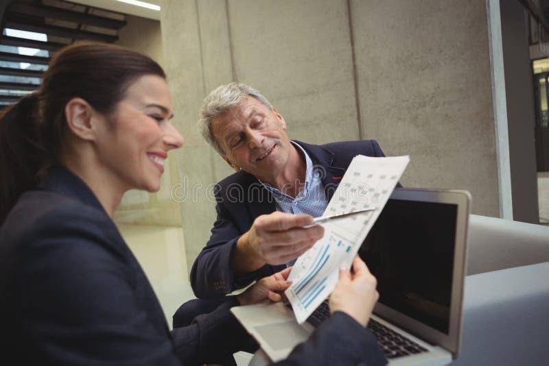 分析报告的商业主管 免版税库存照片