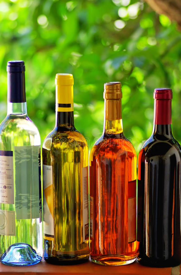 分类装瓶酒 库存照片