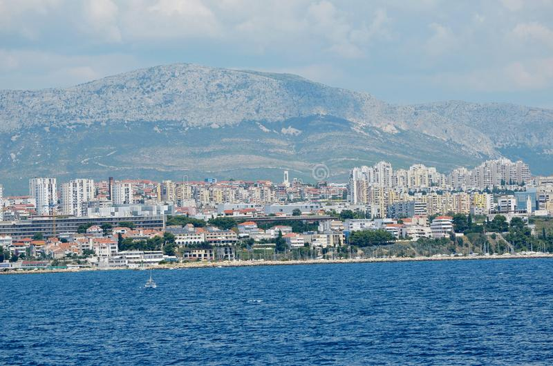 分裂一个美丽的海城市库存图片. 图片包括有分裂一个美丽的海城市- 43754907