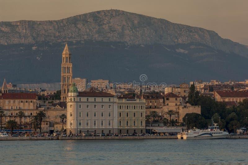 分裂SPLIT/CROATIA都市风景在黄昏的 免版税库存图片