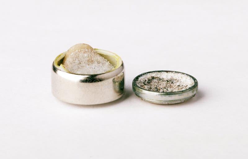 分解的锰电池碱性金属组分的内在内容 免版税库存照片