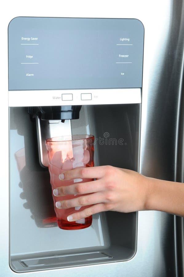 分配器冰箱冰水 免版税库存照片