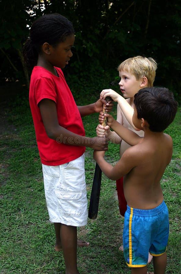Download 分集 库存照片. 图片 包括有 白种人, 体育运动, 女孩, 问题, 种族, 友谊, browne, 竞争, 户外 - 181718