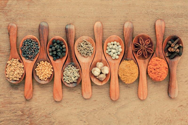 Download 分类在木匙子黑胡椒的香料,白胡椒, 库存照片. 图片 包括有 五颜六色, 不同, 格栅, 烹调, 小茴香 - 62527344